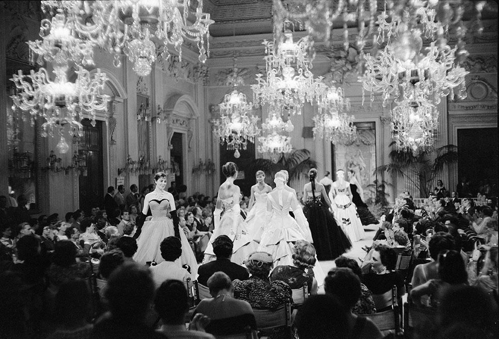 Fashion show in Sala Bianca, 1955.