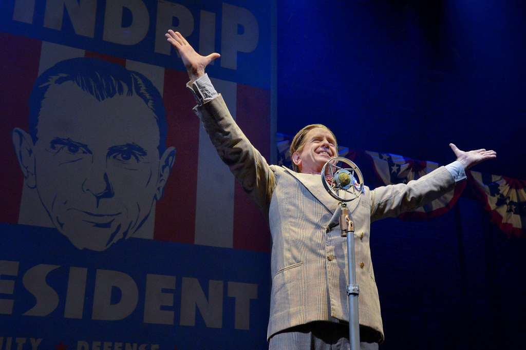 Folksy-seeming Buzz Windrip (David Kelly) imposes martial law after he's elected president. Photo: Kevin Berne, Berkeley Repertory Theatre